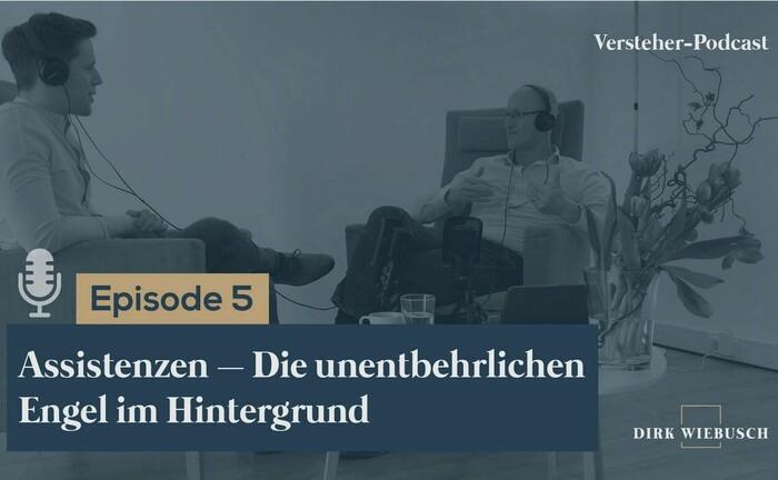 Dirk Wiebusch (re.) im Gespräch mit Daniel Seuling: In der 5. Folge des Versteher-Podcasts geht es um großen Beitrag, den die Assistenzen im Private Banking leisten.