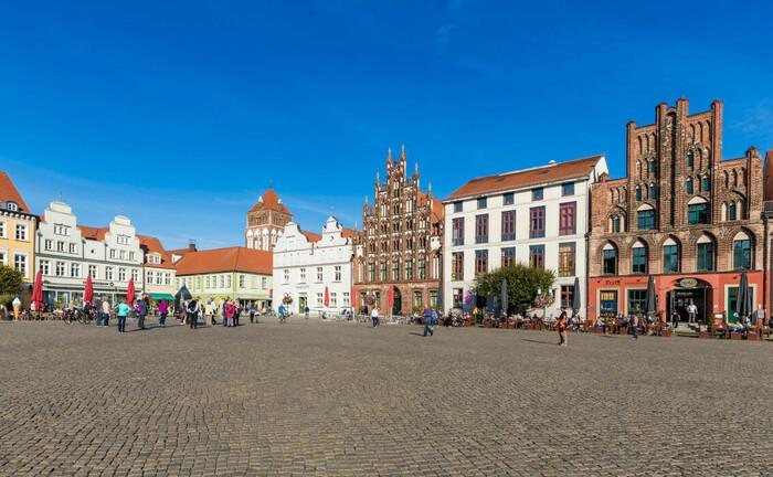 Marktplatz in Greifswald: Die örtliche Sparkasse der Hansestadt will aktuell die Leitung ihres Private Banking neu besetzen.