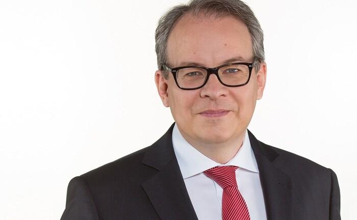 Florian von Khreninger-Guggenberger von der Stadtsparkasse München: Im Gespräch erklärt der Direktor Private Banking den Partnerwechsel rund um die Vermögensverwaltung.
