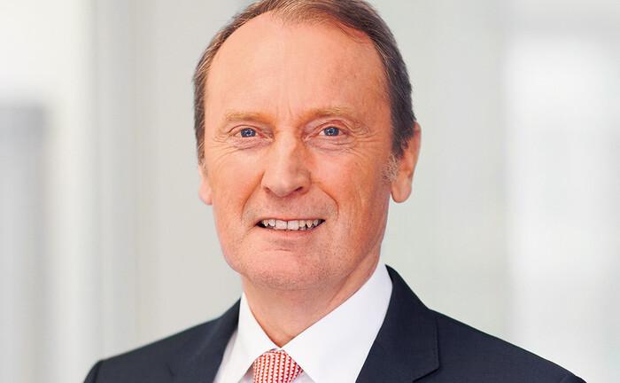 Hans-Walter Peters, Sprecher der persönlich haftenden Gesellschafter der Berenberg Bank: Seine zeitlich beschränkte Rückkehr an die Spitze des Bankenverbandes ist seit 12. August 2020 beschlossene Sache.
