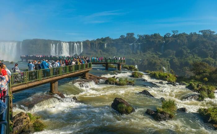 Iguazú-Wasserfälle in Brasilien: Anleger sollten global nach erfolgversprechenden Anlagemöglichkeiten suchen – beispielsweise in Lateinamerika.