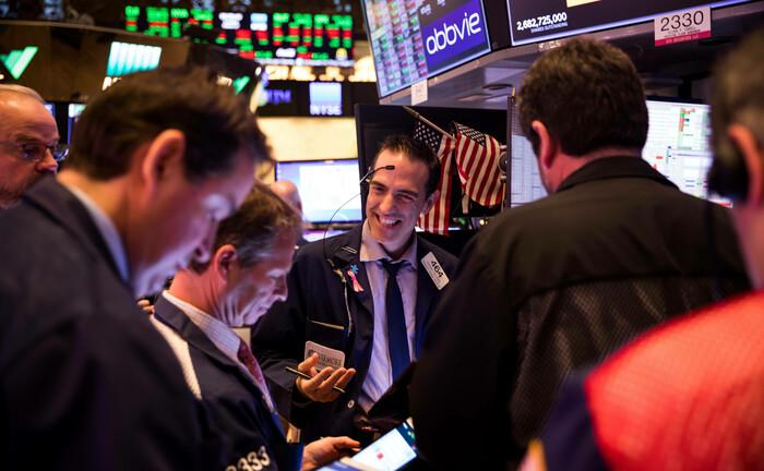 Börsenhändler in New York: Ein breit aufgestelltes Portfolio mit Qualitätsaktien, ausgewählten Unternehmensanleihen und Gold hilft durch die Unsicherheiten der Märkte.