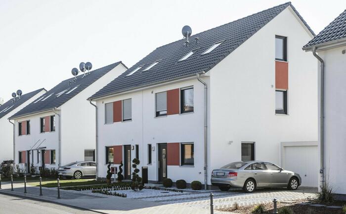 Neu errichtete Doppelhäuser im Berliner Stadtteil Pankow: Der Traum vom Eigenheim in Deutschland ist hoch. Die junge Erbengeneration legt mehrheitlich weniger Wert auf den Besitz von Eigentum.