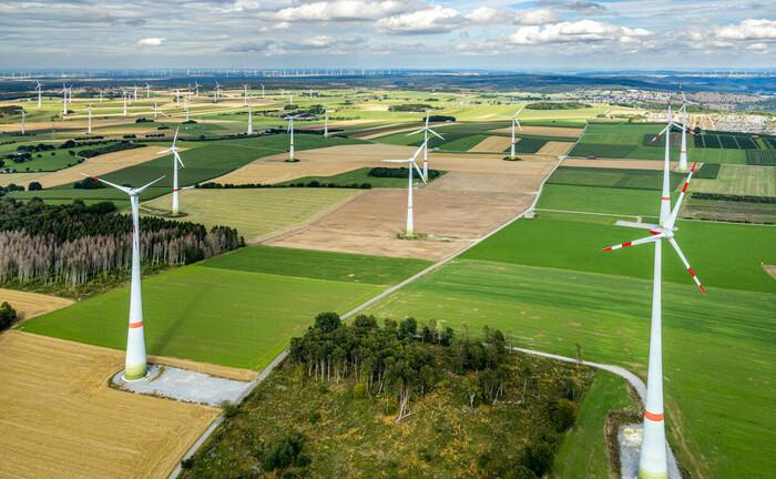 Windpark im sauerländischen Brilon, Nordrhein-Westfalen: Erneuerbare Energien sind ein Schlüsselsektor des neuen Fondsprodukts von Oddo BHF Private Equity.|© imago images / Hans Blossey