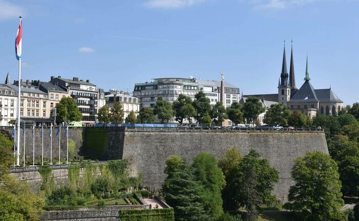 Ansicht der Festung Luxemburg mit der Stadt Luxemburg im Hintergrund: Die Privatbank Berenberg und Universal-Investment bereiten zwei neue geschlossene Kreditfonds im Großherzogtum Luxemburg vor