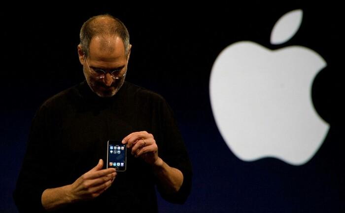 Steve Jobs bei der iPhone-Vorstellung im Jahr 2007: User haben 2019 via App Store für einen Umsatz von 519 Milliarden US-Dollar gesorgt.