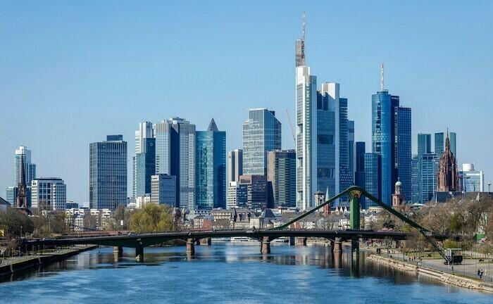 Skyline von Frankfurt: Das im Stadtteil Niederrad ansässige Multi Family Office Segura & Jesberger sucht Verstärkung.