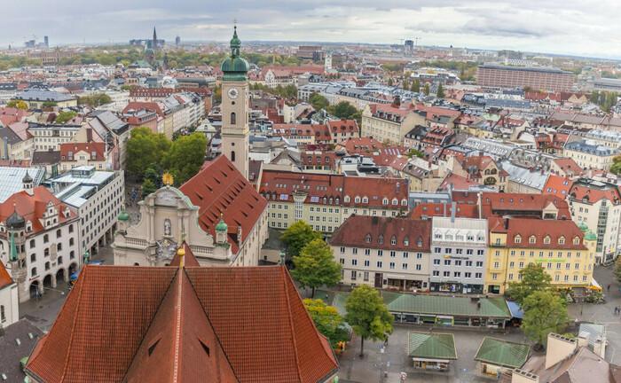 Blick über den Viktualienmarkt und die Münchner Innenstadt: Der hiesige Vermögensverwalter Hartz, Regehr & Partner hat einen neuen Geschäftsführer berufen, während zwei langjährige Mitglieder des Führungsgremiums ausscheiden.