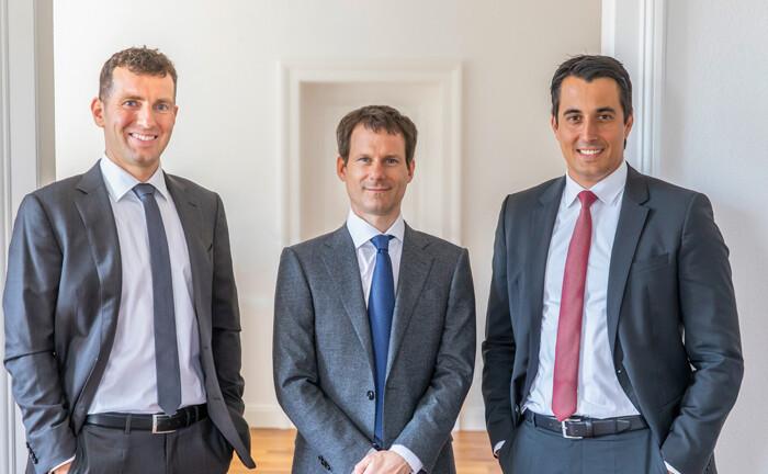Uwe Rathausky (li.) und Henrik Muhle (Mitte) und Marcus Hüttinger: Während die ersten beiden 2007 die Gané Aktiengesellschaft gründeten und über die Jahre den über 4 Milliarden Euro schweren Mischfonds Acatis Gané Value Event schufen, wechselte Hüttinger Anfang 2020 als Partner zum Gané-Team.