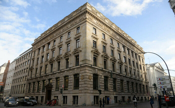 Zentrale der M. M. Warburg & Co in der Hamburger Ferdinandstraße 75: Die Privatbank ist mit ihrer Klage auf Ausgleich von Cum-Ex-Steuerschulden gegen die Deutsche Bank vorerst gescheitert.