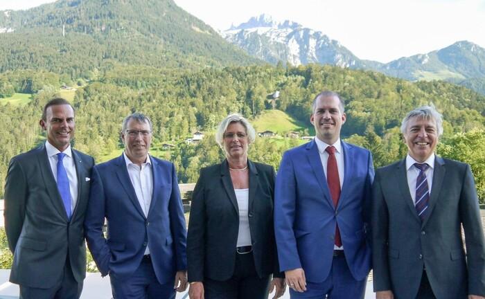 Das Berchtesgadener Team der Valexx (v.l.n.r.): Mirko Albert (Vorstandsvorsitzender), Wolfgang Semma, Anita Vorderauer, Benjamin Betz (Niederlassungsleiter) und Hans Seebacher.