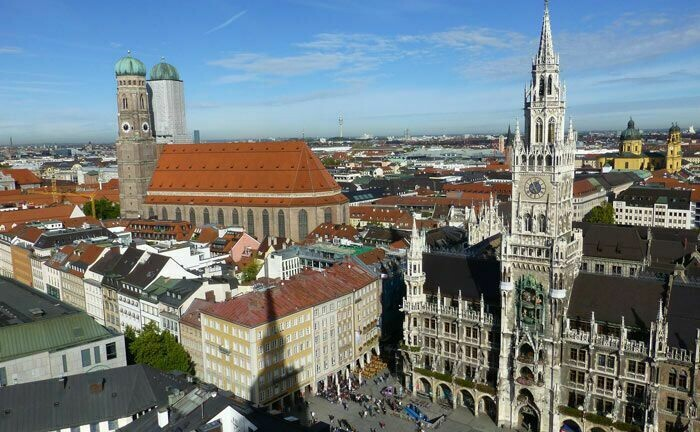 Marienkirche und Rathaus gelten als Wahrzeichen Münchens: In der bayrischen Landeshauptstadt stellt das Family Office Novethos eine Weichenstellung für das künftige Geschäft.