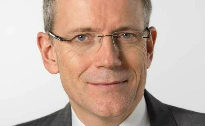 """Alf Neumann, Operations-Vorstand der Allianz Lebensversicherung: """"100-Prozent-Garantien sind im aktuellen  Null-Zins-Umfeld nicht mehr zeitgemäß""""."""