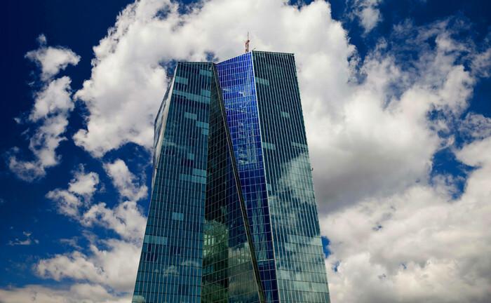 Sitz der Europäischen Zentralbank in Frankfurt: Von Notenbanken unabhängige Kryptowährungen halten 64 Prozent der Teilnehmer einer DVFA-Umfrage für eine Fehlentwicklung. |© imago images / blickwinkel