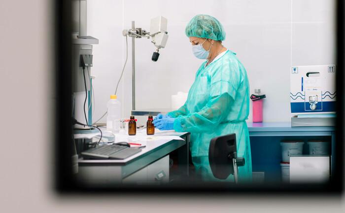 Forscherin in Labor