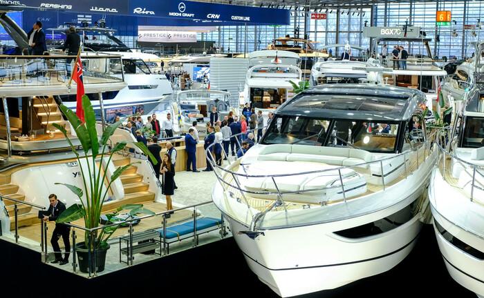 Yachten bei Bootsmesse in Düsseldorf Anfang 2020