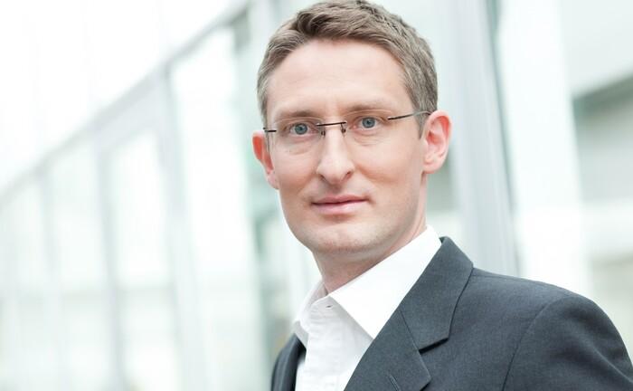 Christian Hille geht zur Fürstlich Castell'schen Bank