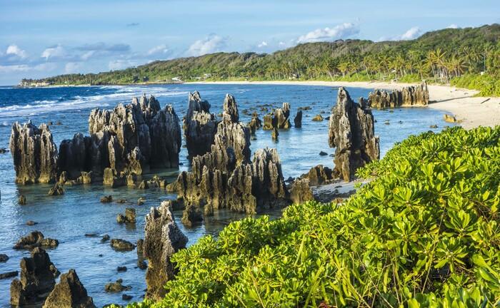 Die Küste Naurus: So idyllisch wie hier ist die Pazifikinsel nicht überall – infolge des Phosphatabbaus sind 80 Prozent der Fläche unbewohnbar. |© imago images / Design