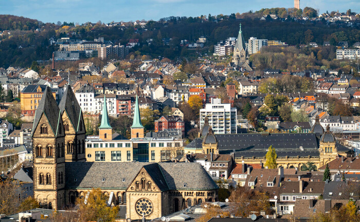 Blick über Wuppertal nach Norden, mit Innenstadt und den Stadtteil Elberfeld