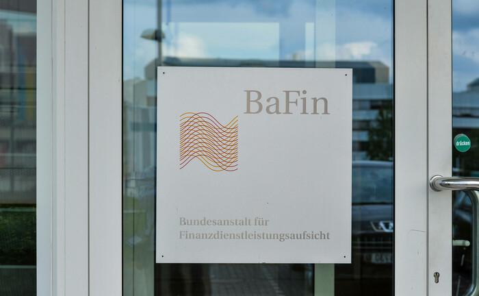 Tür an einem Gebäude der Bafin in Bonn