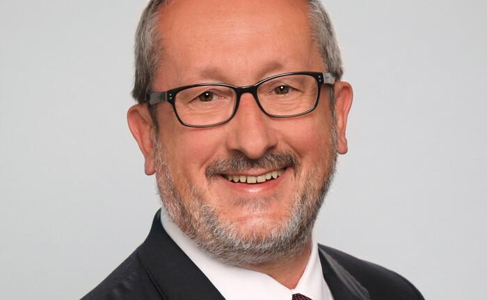 Georg Thurnes ist Geschäftsführer der 2020 gegründeten Beratungsgesellschaft Thurnes bAV und Vorstandsvorsitzender der Arbeitsgemeinschaft für betriebliche Altersversorgung.