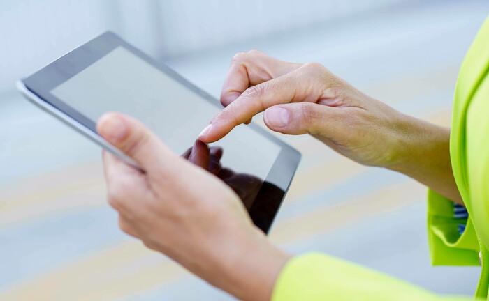 Tablet in Benutzung, ein mittlerweile gewohntes Bild