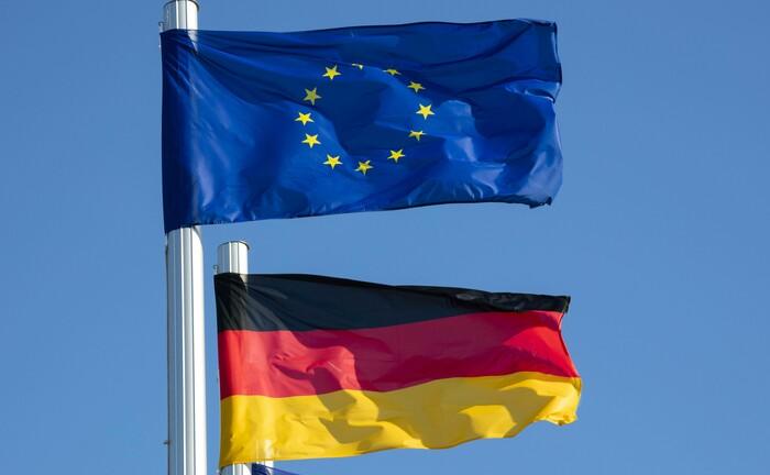Europa- und Deutschlandflagge in Mecklenburg-Vorpommern