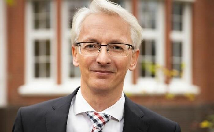 Achim Lange von der Zeit-Stiftung Ebelin und Gerd Bucerius