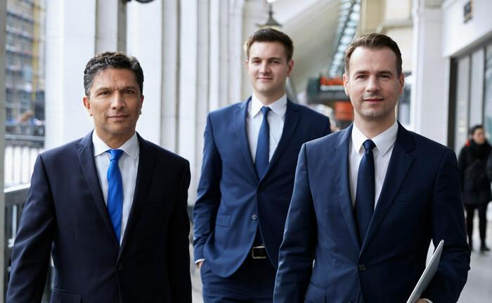 Vermögensverwalter Alexander Daniels, Felix Kraft, Christian Gritzka (v.l.n.r.): Den früheren Miteigentümer ausgezahlt.
