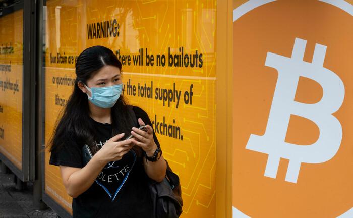 Bitcoin-Werbung an Bushaltestelle in Hongkong