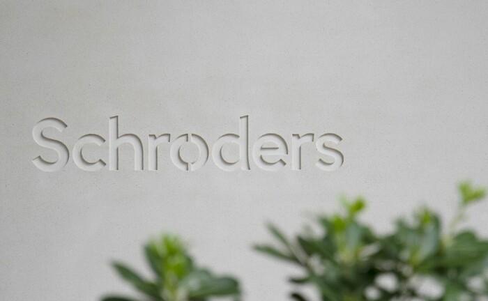 Schroders-Schriftzug an Bürogebäude