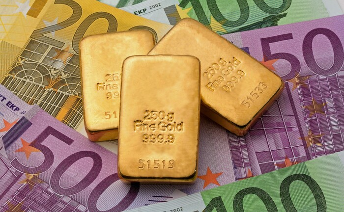 Drei Goldbarren im Wert von 37.500 Euro: Zum Jahresauftakt 2020 zeigte Flossbach von Storch anhand von Beispielen aus Krisenländern, wie wichtig Realwerte für den Kapitalerhalt sind. |© imago images / blickwinkel