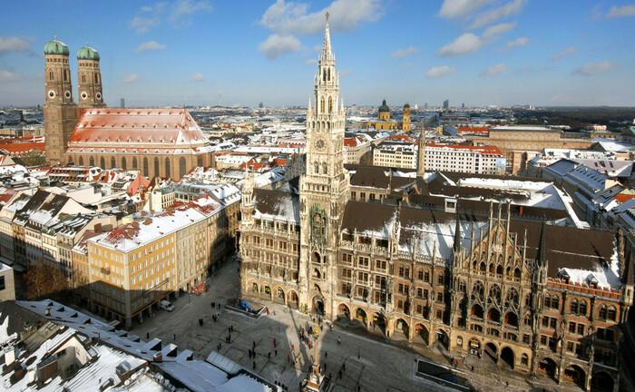 Innenstadt von München mit Blick auf Rathaus und Frauenkirche