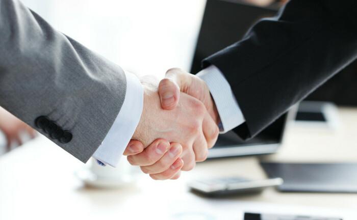 Handschlag, symbolischer Akt ein Geschäft zu vereinbaren