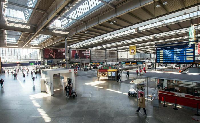 Münchner Hauptbahnhof in der Totalen