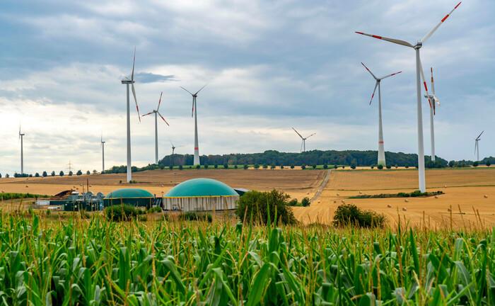Biogas trifft Windkraft in der Eifel