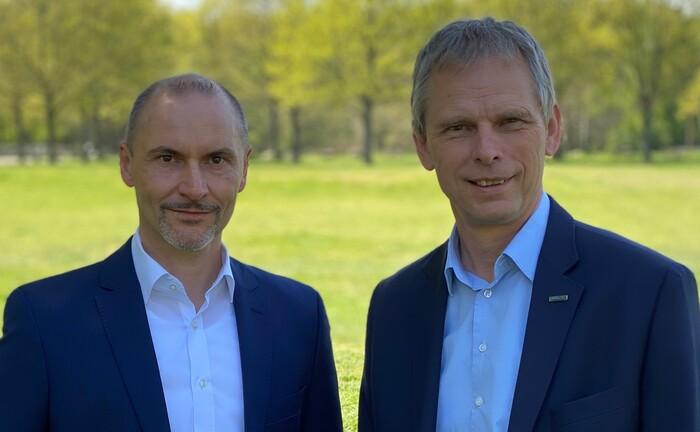 Michael Rabes (links) und Hubertus Mund, Geschäftsführer-Duo der Klinikrente: Das Versorgungswerk bietet nun auch den Durchführungsweg Pensionsfonds an.|© Klinikrente
