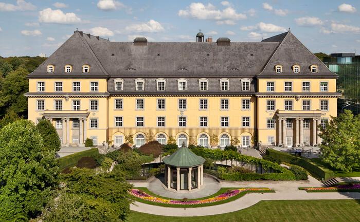 Gartenansicht vom Hauptgebäude der Munich Re: Die Münchner bekommen mit der Capital Group einen neuen Großaktionär.|© © Munich Re, Foto: Marcus Buck, München