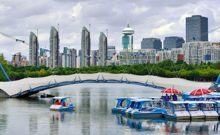 Begrünte Brücke in Shanghai