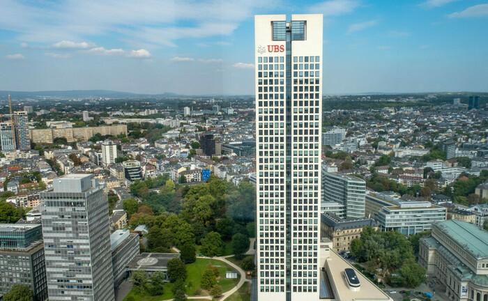 Blick auf das UBS-Gebäude in Frankfurt am Main
