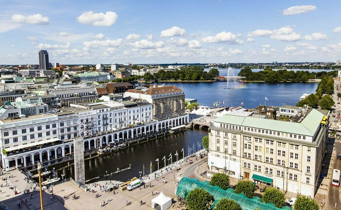 Hamburger Innenstadt mit Blick auf die Alster