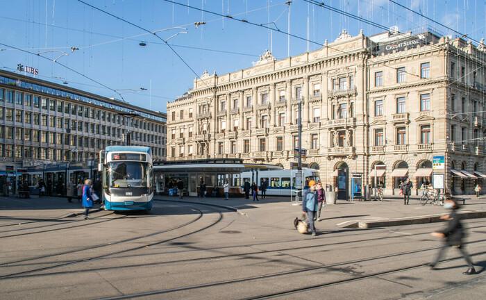 Zürcher Paradeplatz mit Hauptsitzen der UBS und Credit Suisse