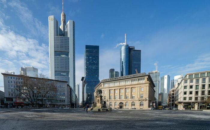 Blick vom Roßmarkt auf einen Teil der Frankfurter Banktürme