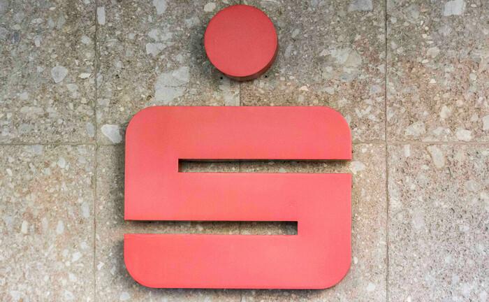 Bekanntes Logo, das Sparkassen-S