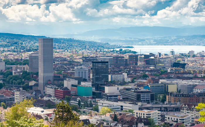 Blick über Zürich: Der Asset Manager Stonevest hat hier seinen Sitz, seine Investment-Plattform aber unter luxemburgischen Recht aufgelegt.|© Imago Images / Westend 61