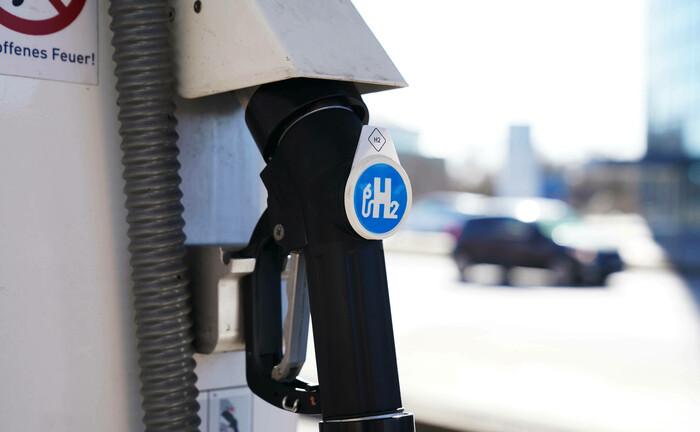 Wasserstoff-Säule an einer Berliner Shell-Tankstelle