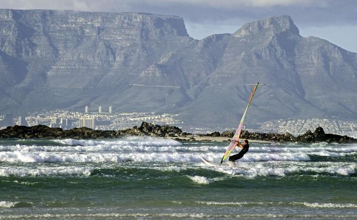 Surfer vor Kapstadt