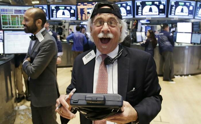 Ein Händler an der Börse von New York: In den USA ist die Stimmung auch bei institutionellen Anlegern derzeit gut.|© Imago Images / Wolterfoto