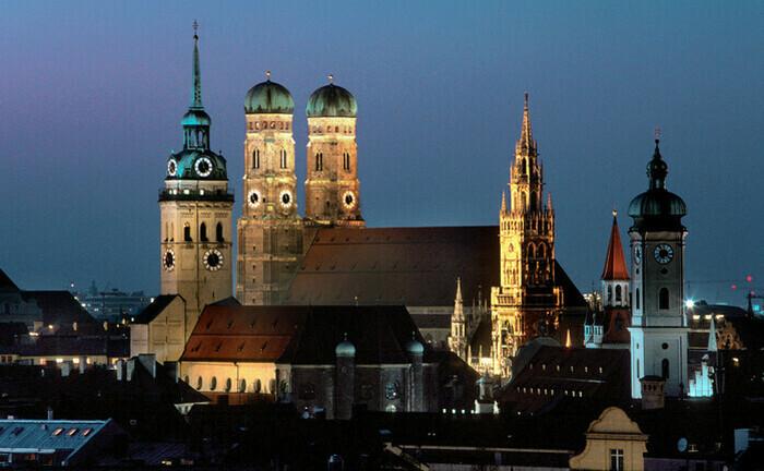 Nächtliche Szenerie rund um die Münchner Frauenkirche