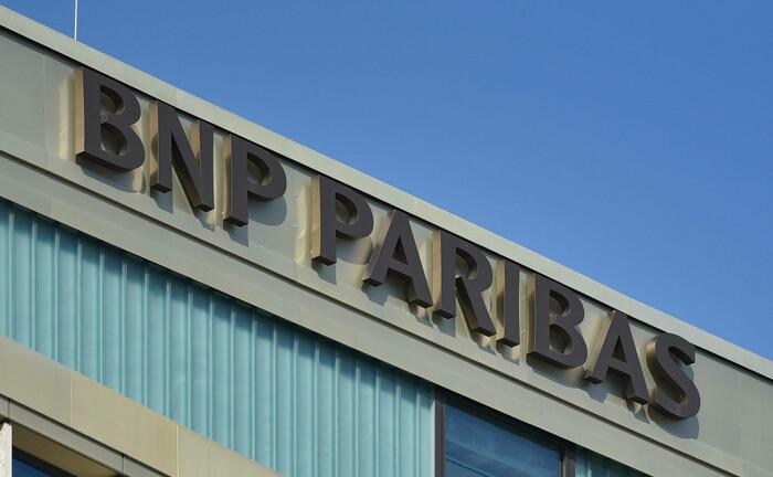 BNP-Paribas-Schriftzug der Niederlassung in Frankfurt